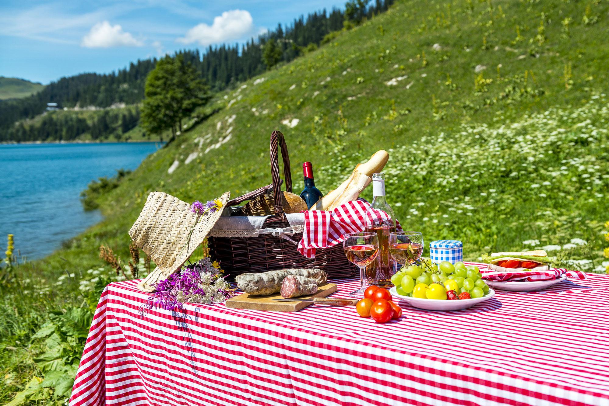 Pícnic a la vora d'un llac: relaxant i bones vistes!
