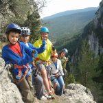 Activitats d'aventura amb nens a partir dels 6 anys: escalada, via ferrada i espeologia