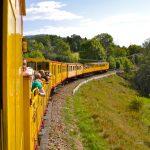 Trens turístics a la muntanya per anar amb nens
