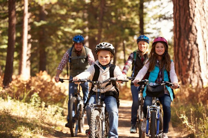 familia en bici