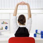 Higiene postural a l'oficina: 2 exercicis pràctics