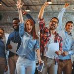 Dinámicas de grupo divertidas para empleados presenciales y virtuales